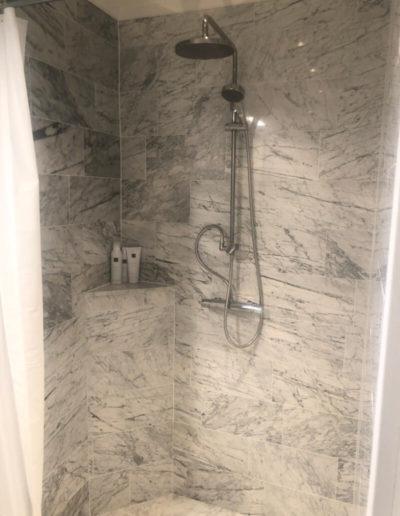 Carrara marmor dusch